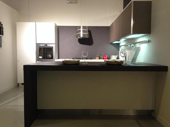 Cucina crystal in vetro lucido rosso outlet ufficiale for Mondini arredamenti suzzara