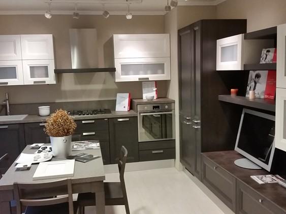 Cucina scenery in laccato lucido tactile laccato bianco for Spaggiari arredamenti