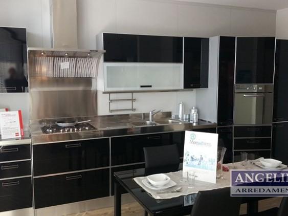 Cucina grand relais in legno bianco outlet ufficiale for Angelini arredamenti fasano
