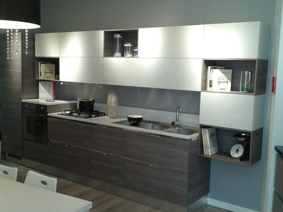 cucina liberamente in decorativo grigio, larice | outlet ufficiale ... - Cucine Bianche E Grigie Scavolini