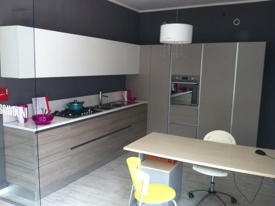 cucina liberamente in decorativo bianco, grigio, larice | outlet ... - Cucine Bianche E Grigie Scavolini