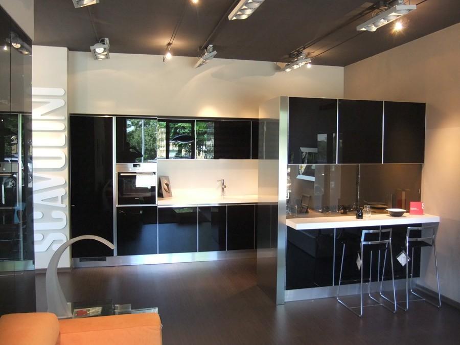 Cucina scenery in vetro lucido nero outlet ufficiale - Cucina scenery scavolini ...