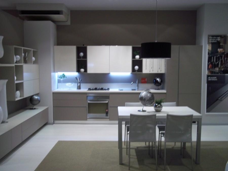 Cucina liberamente in laminato lucido, rovere, rovere laccato ...