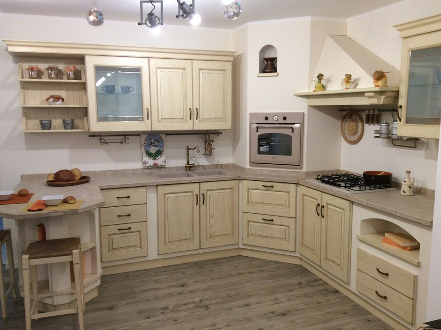 Cucina belvedere in legno panna outlet ufficiale scavolini - Cucina color panna ...